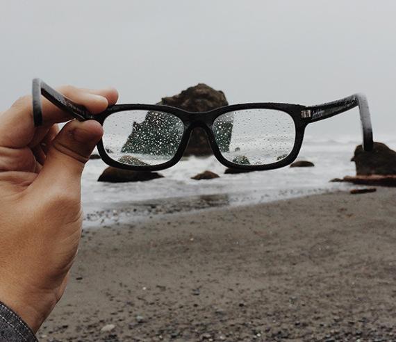 Skydda dina glasögon med rätt ytbehandling